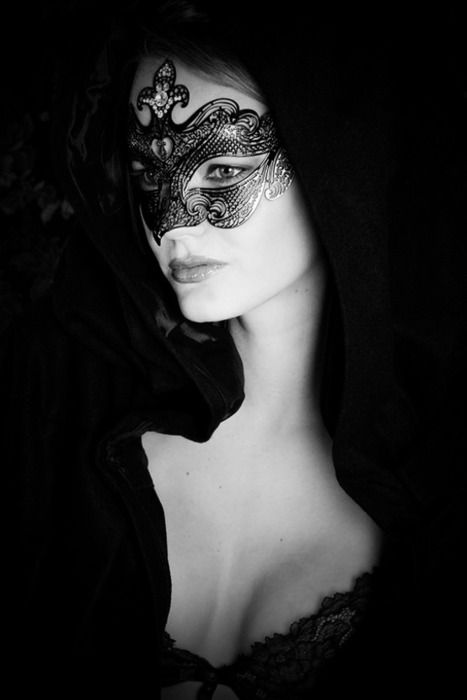 I kept finding myself looking at this picture again and again - beauty and mystery combined.