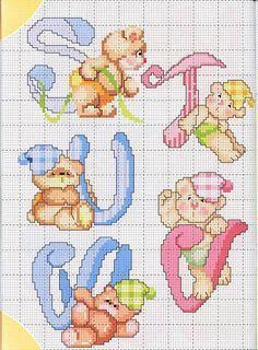 Alle lettere dell'alfabeto si appoggiano deliziosi orsetti colorati.  Sono dei simpaticissimi soggetti perfetti per decorare lenzuolini e c...