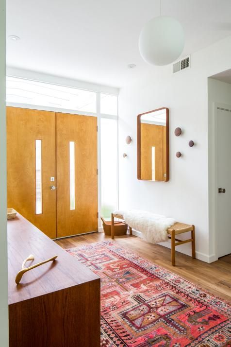 Midcentury Modern Foyer With Pink Rug