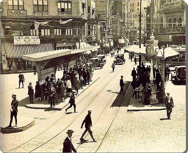 Eminönü 1920 ler kıyafetlere dikkat..
