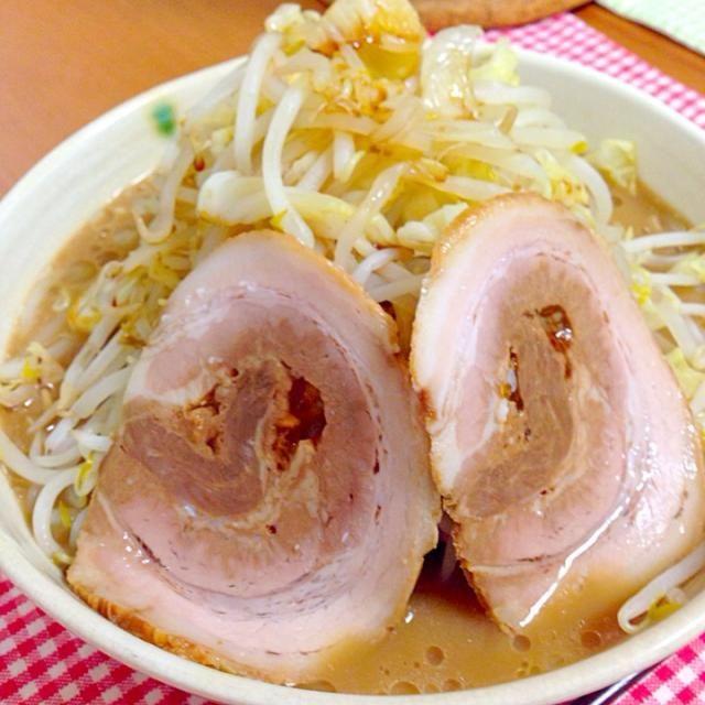 食べても食べても減らないモヤシ - 117件のもぐもぐ - 旦那作 使ったモヤシ2人分で800g⁉︎ モヤシ増し増し増し増し豚骨醤油ラーメン by Demisuke