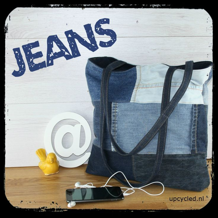 100% jeans! Heel veel spijkerbroeken zie je terug in deze tas. In allerlei verschillende kleuren. Kijk op www.upcycled.nl voor alle tassen van hergebruikte materialen.