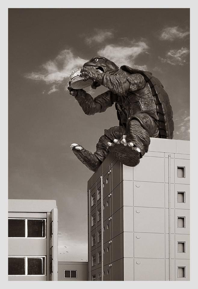 I fricking love this picture of gamera. Gigantic burgers for tha wiiiiiiinnnnn http://ethanvanderbuilt.com/2014/01/24/gamera-vs-guiron-monster-movie-fun/