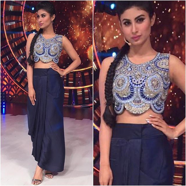 @imouniroy Outfit - @roshnichopradesign Styled by - @rishika_devnani #bollywood #style #fashion #beauty #bollywoodstyle #bollywoodfashion #indianfashion #celebstyle #roshnichopradesign