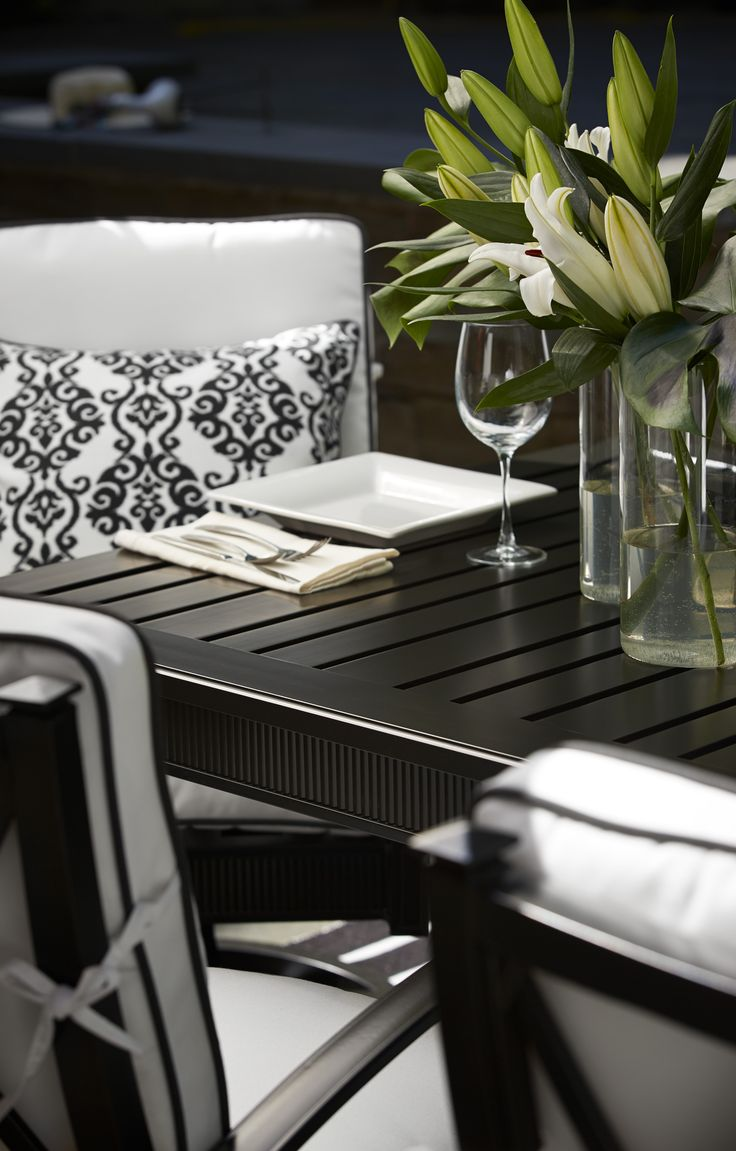 Hereve hal dan 2013 modern hal modelleri ev dekorasyon - Dine In Sophisticated Style With Our Arandel Outdoor Dining Table And Chairs Clean Lines And