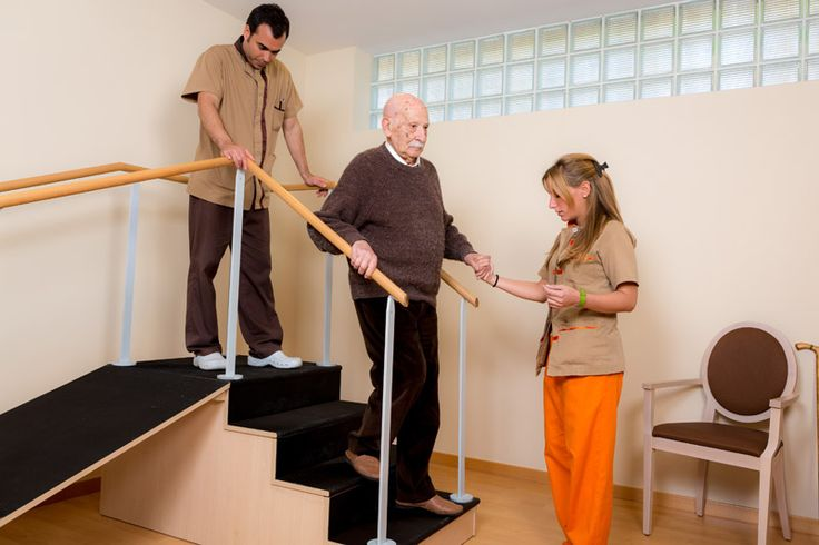 En nuestra residencia geriátrica y Centro de Día en Barcelona disponemos de una gran sala de fisioterapia que dispone de todos los aparatos y materiales necesarios para realizar los tratamientos específicos para nuestros residentes.