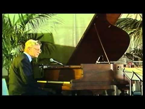 DRS. P ZINGT 'SLA' (1981) Liedje begint bij 1.38.