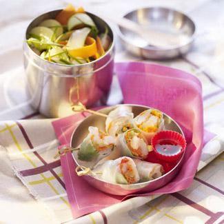 Légumes marinés : couper en fines lamelles des petites courgettes, des radis, ajouter des lamelles de petites pommes de terre et des pâtissons juste blanchis. Assaisonner de fromage blanc, jus de citron, huile d'olive et wasabi. Rouleaux de printemps : La julienne de légumes : faire des rouleaux en galettes de riz, les farcir de carottes, de céleri, d'oignons coupés en fine julienne, ajouter des crevettes roses, parsemer de feuilles de coriandre, découper en tronçons, et tenir avec une…
