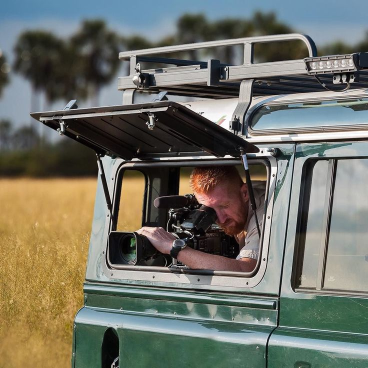 Our Gullwing Windows allow you to get up close for those close ups. Can you guess what the star of this show is?  _______________ #BornToRoam #frontrunneroutfitters #outdoors #seetheworld #gullwing #spotlight #roofrack  Photo Credit: Wild Web Africa