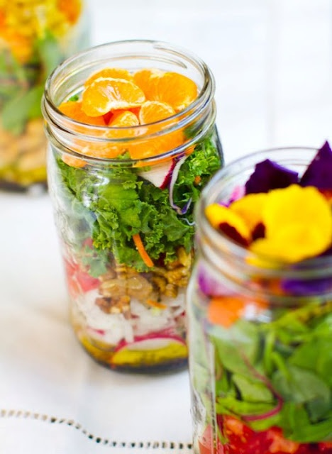 Salad Jar Recipe - these stay fresh for a week so you can grab it and go. Great for Nate's lunches so he actually gets some veggies on his 12+ hour days!