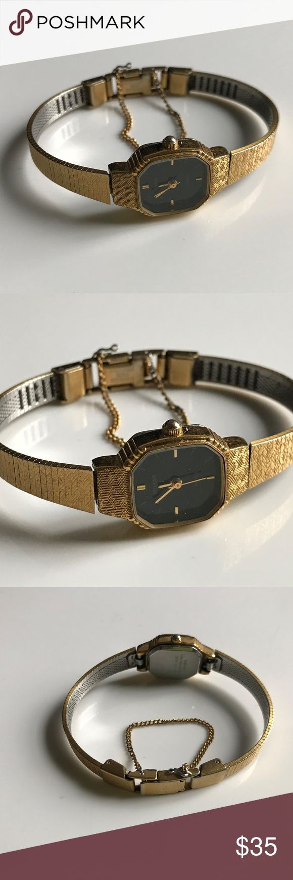 Pulsar Women Gold Watch Quartz Hand Winding Vintag Pulsar Women Gold Watch Quartz Hand Winding Vintage Analog Wrist Watch  Brand: Pulsar  Color: Gold  Size: 5  Hand winding  Pre-owned: used and working condition. fully functional. Band is little loose from one and I don't know how to fix the time. Pulsar Accessories Watches