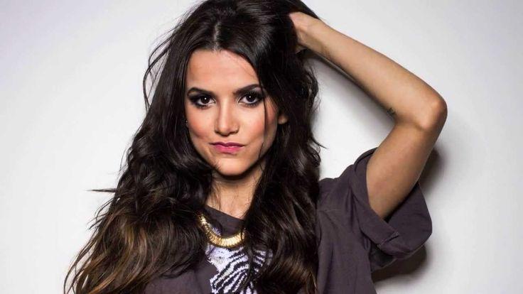 Cantora Manu Gavassi reclama de Photoshop em foto sua publicada em revista
