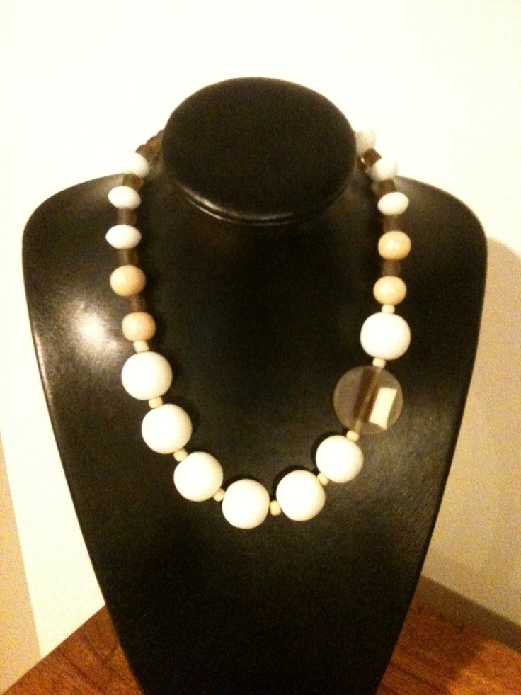 White and natural chunky necklace