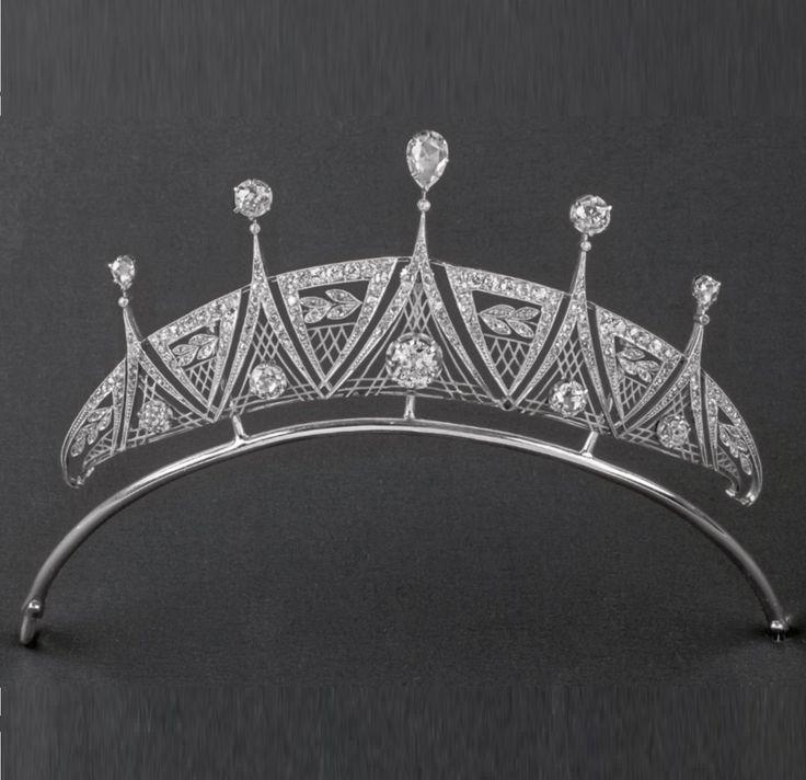 An Art Deco platinum and diamond tiara, about 1920. #ArtDeco #tiara