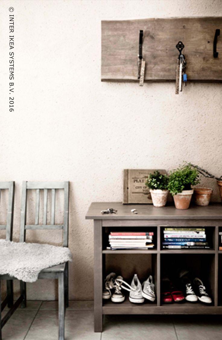 Des rangements qui s'adeptent à votre intérieur. Ajoutez un style rustique et de la texture dans votre maison avec des paniers en osier, des pots en verre, des seaux en métal et des buffets en bois. Laissez-vous inspirer par nos idées. #IKEABE #idéeIKEA  Storage space that matches your interior! Use wicker baskets, glass jars, metal buckets and wooden dressers to add extra country style and texture to your home. #IKEABE #IKEAidea