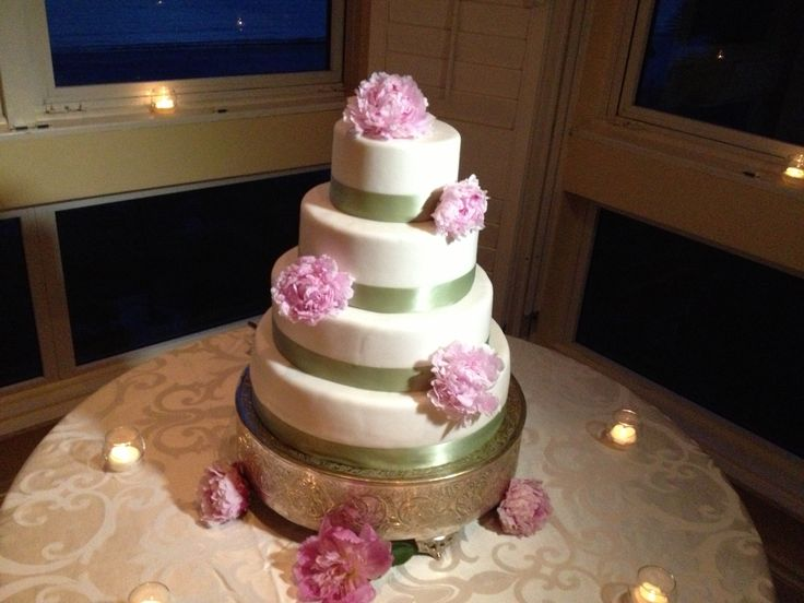 Flour fondant ribbon cake Cream lavender and sage color with pioni flowers