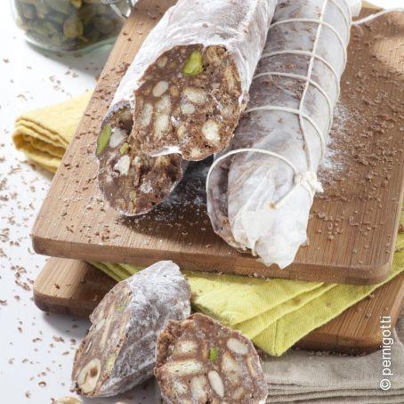 Salame di cioccolato con pistacchi, pinoli, mandorle e nocciole