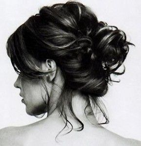Try the messy bun today- or book your next hair consultation at www.lookbooker.com.sg!