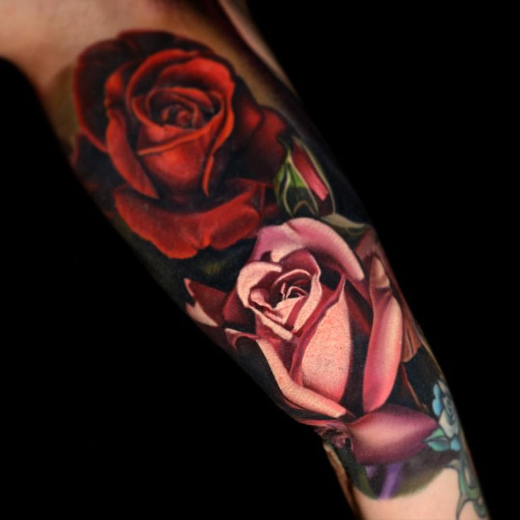 Touched up some of the white but the rest is fully healed done on @alexisdejoria a few days ago. I love tattooing roses. @blackanchorcollective @blackanchorbynikko @stencilanchored