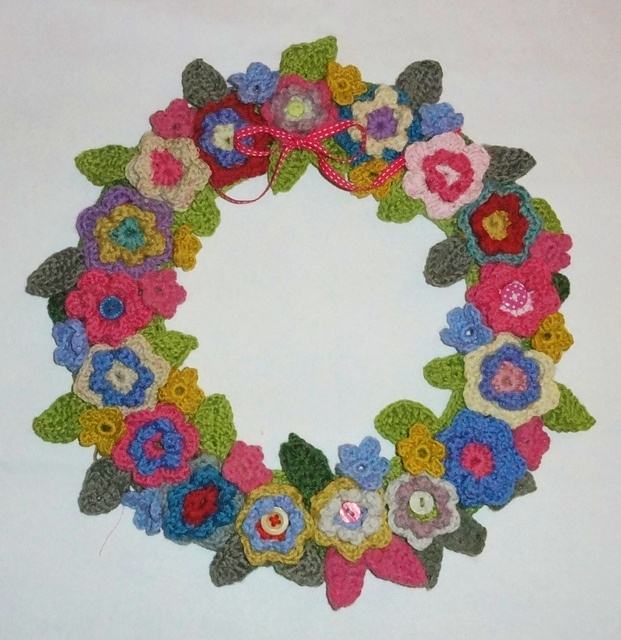 Trula Haynie...this is something you could do!  Crochet Wreath