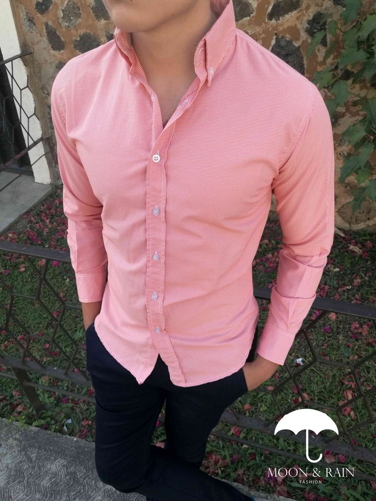 Ropa para caballero ideal para una ocasión casual, camisa mini cuadro naranja y pantalón negro | Moon & Rain