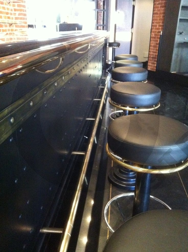 Imbottiture e copertura in eco-pelle di sgabelli da Bar. - www.cegidsas.it -
