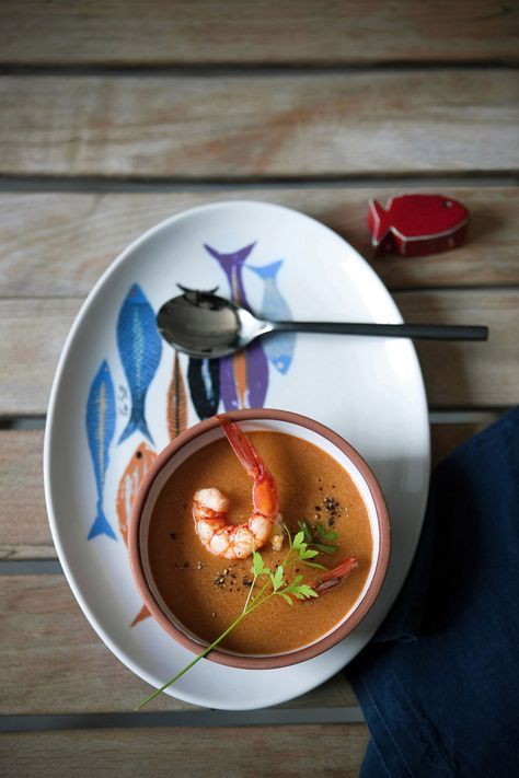 La bisque di gamberi tradizionale è una zuppa d'Oltralpe, morbida, cremosa e profumata. Prova la ricetta di Sale&Pepe.