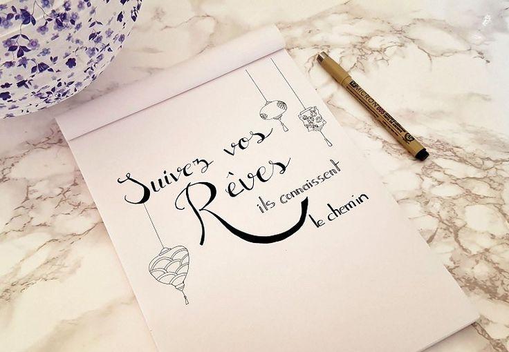 Comment créer une fausse calligraphie ? Je vous propose de découvrir comment créer une jolie écriture pour votre bullet journal par exemple. . .