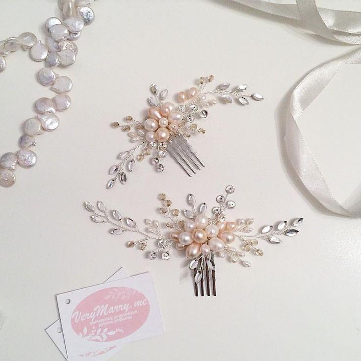 Очень мне нравится тенденция к свадебным платьям в оттенках нюд, пудровых, бежевых 😊😍 гребени сделаны на заказ для невесты с таким платьем 😊 кристаллы Swarovski, натуральный жемчуг, чешские хрустальные бусины. Повтор на заказ 2600 руб.  #ручнаяработа  #verymarryme  #украшения  #украшениедляволос  #украшениядляволос  #украшениядляневесты  #украшениядлясвадьбы  #свадебнаяприческа  #свадебныеукрашения  #свадебныеаксессуары  #свадьба  #москва  #московскаяобласть  #verymarryme_forwedding