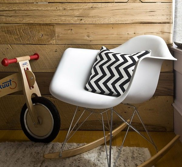 Eames Plastic Armchair Rar is part of the Vitra chairs designed by the American couple Charls and Ray Eames.