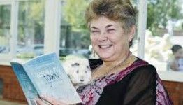 Lorraine Marwood with her latest publication  Guinea Pig Town. Create Business to generate eproducts online