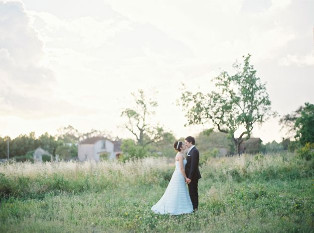 #Romantic #wedding in the #countryside. Very simple, very beautiful.    By Branco Prata