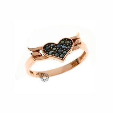 Ένα fashion δαχτυλίδι σε ροζ χρυσό Κ9 με καρδιά από μαύρα ζιργκόν και φτερά. Αποστολή εντός 24 ωρών. Δωρεάν συσκευασία δώρου | ΤΣΑΛΔΑΡΗΣ στο Χαλάνδρι #καρδια #φτερα #ζιργκον #χρυσο #δαχτυλίδι