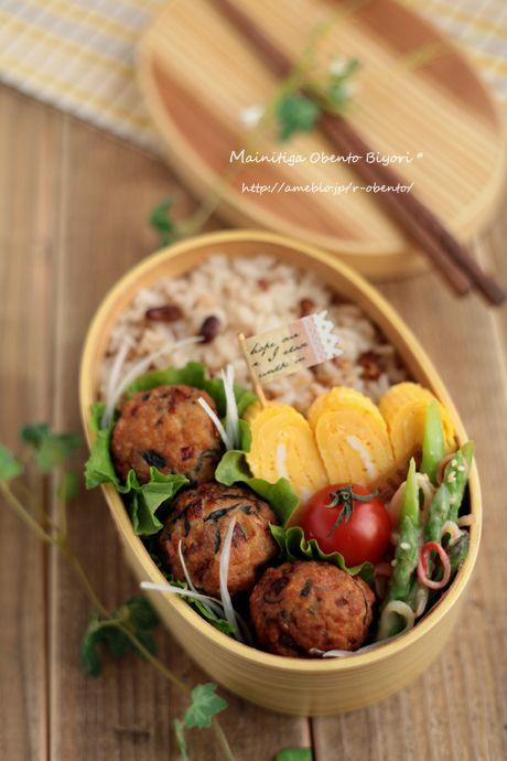 Fried Minced Chicken with Hijiki Seaweed Meatballs, Zakkoku Rice, Cherry Tomato, Tamagoyaki and Asparagus & Crab salad