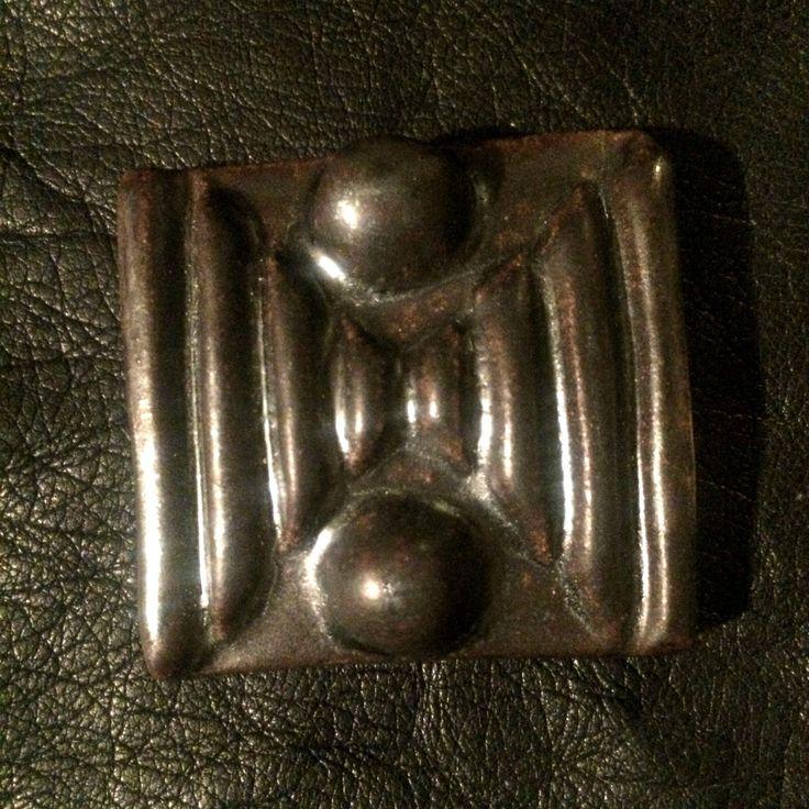 Keramická brož - černohnědá