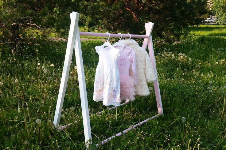 Еще одна новиночка  теперь у вашего малыша будет своя собственная вешалка для нарядов такая стойка идеально впишется в #интерьер детской, изготавливаем индивидуально под рост ребенка и в любой цветовой гамме приучаем малыша к самостоятельности и храним вещи красиво