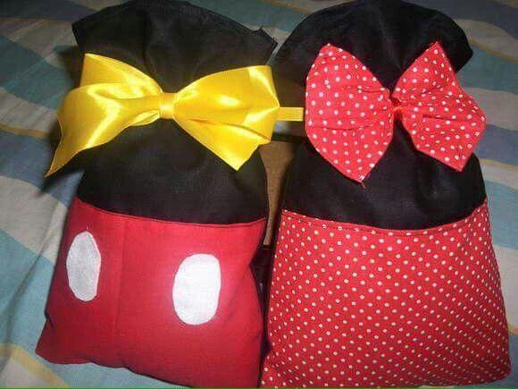 Dulcero de Mickey Mouse hecho de tela