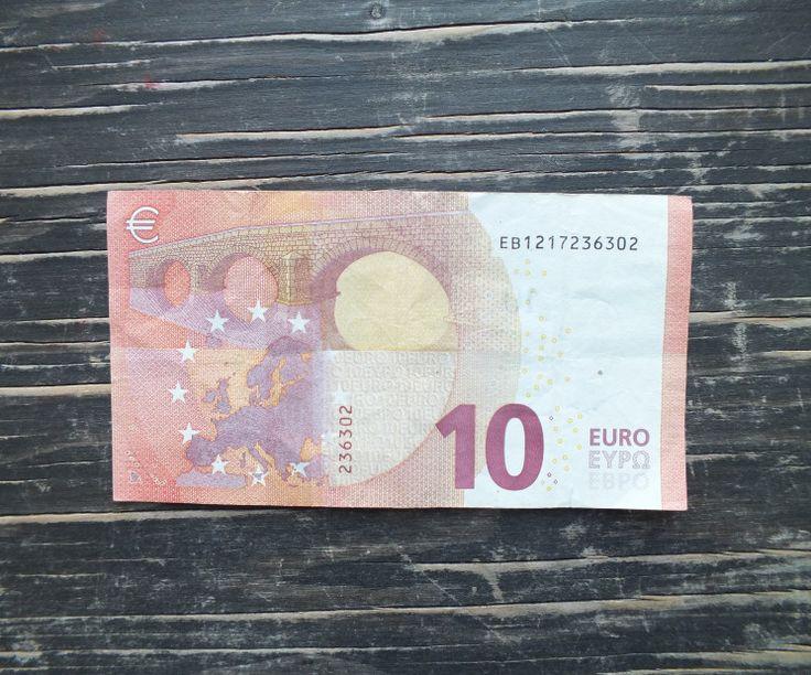 Geldschein falten Fisch Schritt  1a Geldschein mit der Rückseite & länglich vor dich legen.