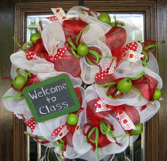 Deco Mesh wreathTeacher Appreciation, Teachers Gift, Teachers Appreciation, Mesh Teachers, Schools Wreaths, Wreaths Ideas, Classroom Ideas, Appreciation Wreaths, Deco Mesh Wreaths For Teachers