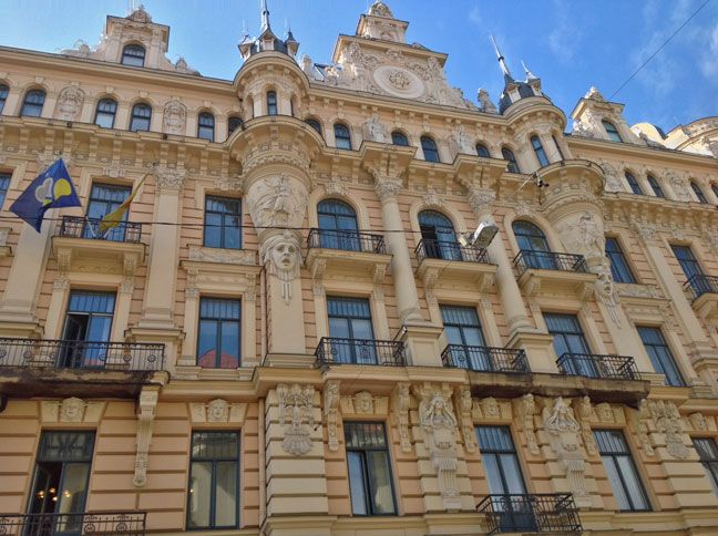 Latvia's capital, Riga, hides beautiful districts such as the Art Nouveau District from where you can admire classical and outstanding facades - Photo by Peeter Vanker, Group Escort