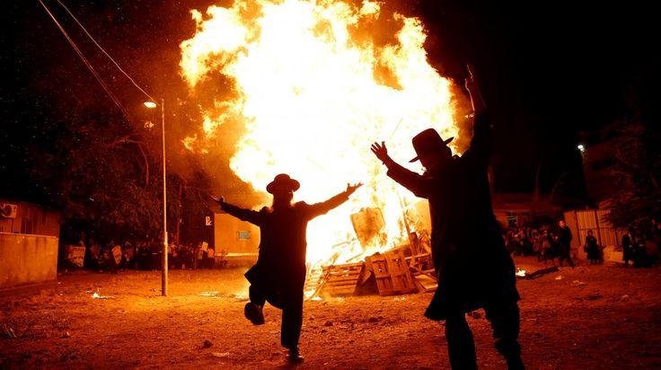 Judeus ultra-ortodoxos dançam em Jerusalém durante o Lag Ba-Omer, maio.