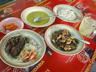 Gule Goreng Pak Samin - Jika biasanya kalian menemukan penampakan hidangan Gule berupa daging kambing disiram dengan kuah santan yang kenta...