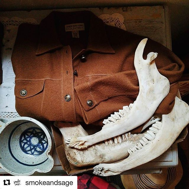 Holly over at @smokeandsage is having such a great giveaway as well! All the lovely ladies on insta are so generous! Check her out and enter on her original post! This is my fave shot from her profile #womenempowerment #womensupportwomen #smallbusiness #thrifted #vintage #oddities #giveaway #mondaymotivation #mondaymood #communityovercompetition