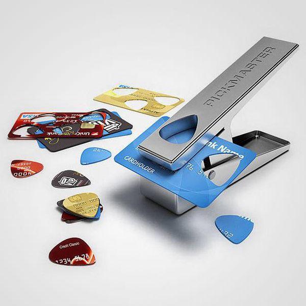 Create i vostri plettri ricavandoli da vecchie carte di credito.