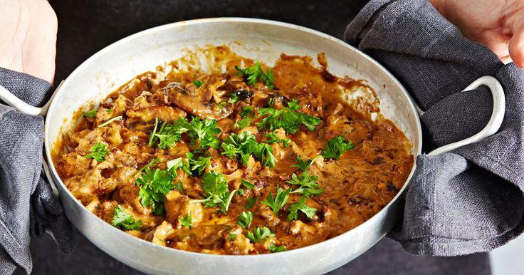 Nyhtökaura maistuu myös stroganoffina! Pehmeä kerma, maukkaat sienet ja kuiva valkoviini tuovat tähän kasvissyöjän herkkuruokaan täyteläisyyttä. Huom! Maistuu takuulla myös lihansyöjille.