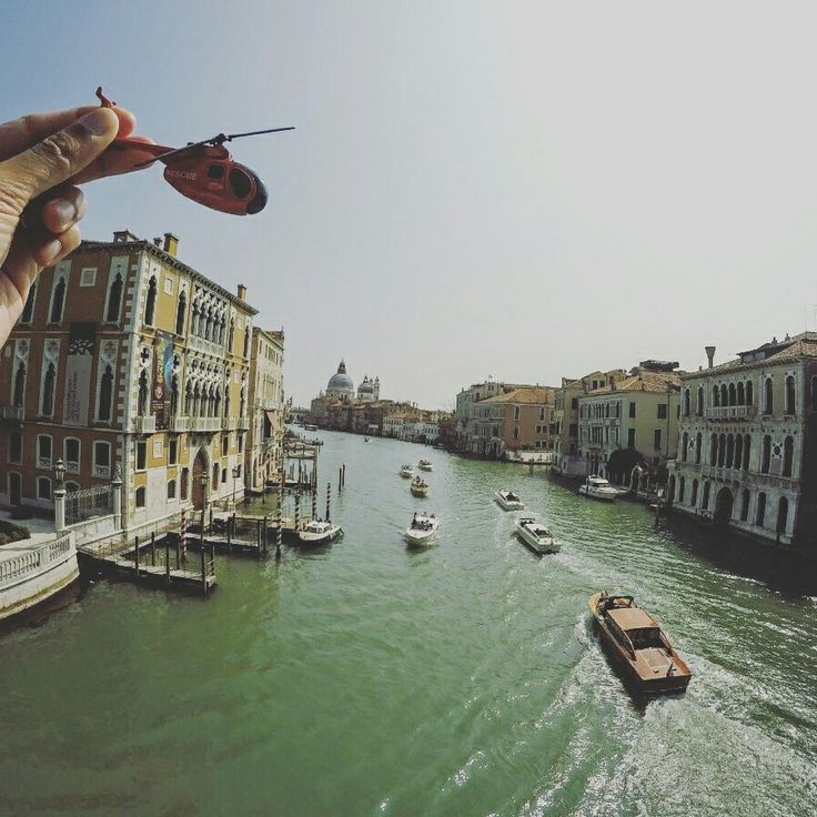 #toytrips @jozbraz with another ready #heli buzzing the #grandcanal #venice #italy @yooamigo  #ridetheworld with #yooamigo  Sign up online at: www.yooamigo.com  Download our Android app:  https://play.google.com/store/apps/details?id=com.youamigo.activity  Download our iOS app:  https://itunes.apple.com/us/app/yooamigo/id1140386908