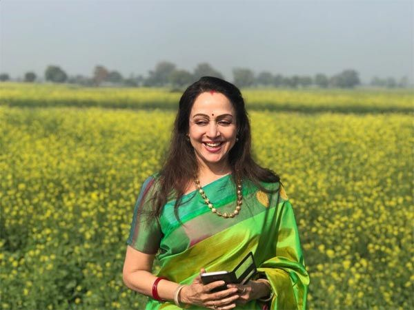 Veteran actress-politician Hema Malini took a moment out from her busy schedule to soak in the joy of being amidst mustard fields, which have found representation in Bollywood films over and over again. Also Read: Bikini Alert! Amy Jackson's Hot Pictures From Ibiza A BJP MP from Mathura...