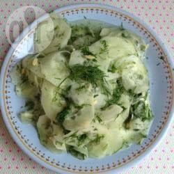 Süß-saurer Gurkensalat mit Dill, Gurkensalat, Gurke, Salat, lecker, einfach, Rezept http://de.allrecipes.com/rezept/3294/s---saurer-gurkensalat-mit-dill.aspx