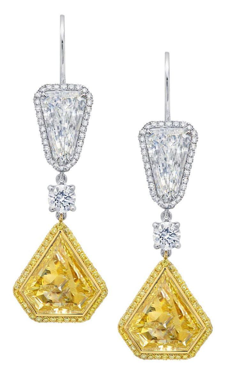 Orecchini pendenti in oro bianco, diamanti bianchi e gialli di Martin Katz.