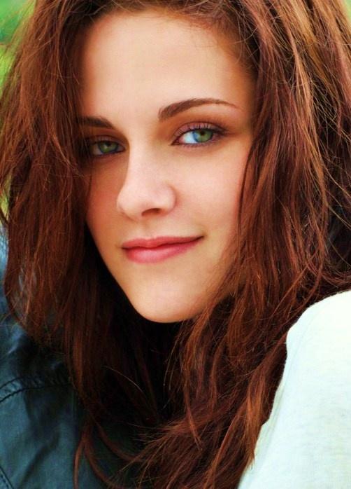 """Kristen Stewart in a photo shoot (blown up) for """"Entertainment Weekley"""" magazine aug 2009......."""